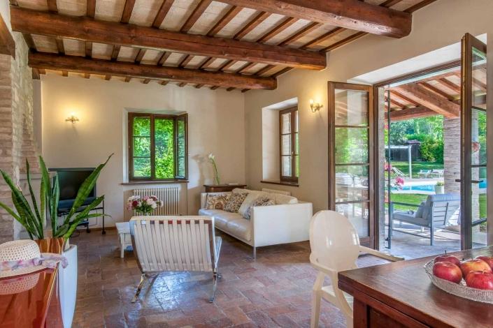 fotografia d'interni e servizio fotografico d'interni, soggiorno con veranda