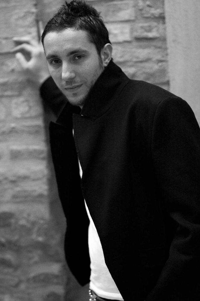 ritratto fotografico, ragazzo cappotto nero