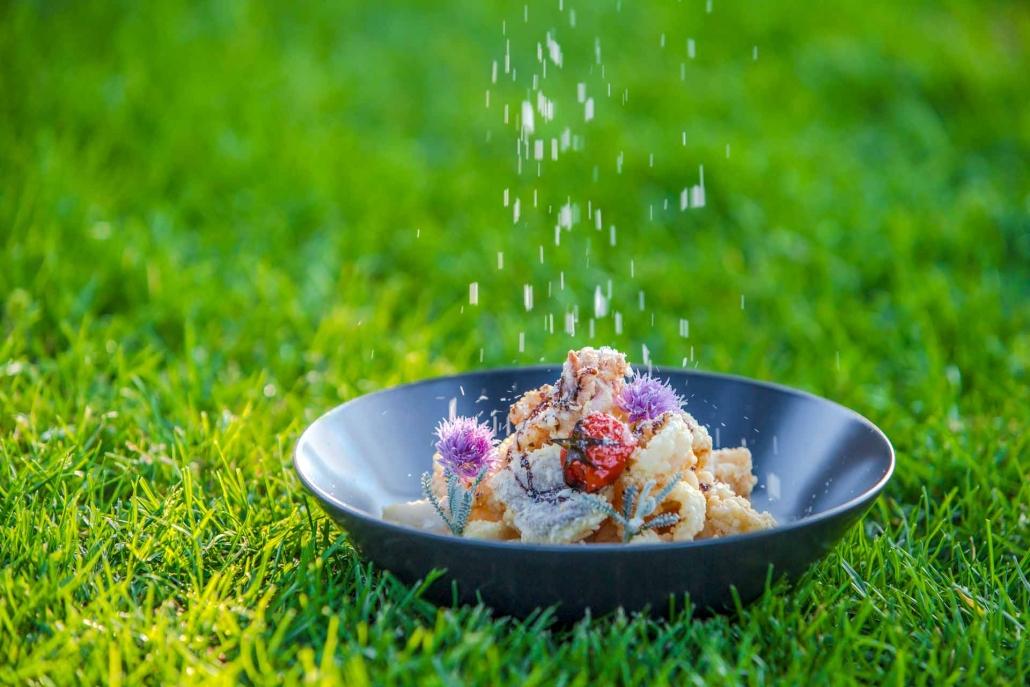 food photography, grana che cade sul piatto