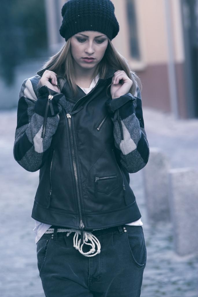 fotografia di moda e fashion, ragazza giacca di pelle