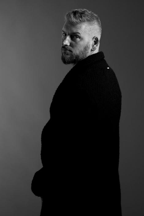 ritratto fotografico, uomo in bianco e nero