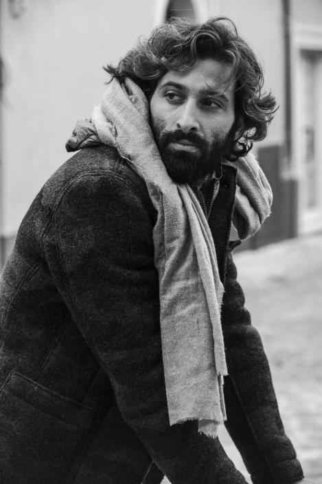fotografia di moda e fashion, ritratto uomo con cappotto