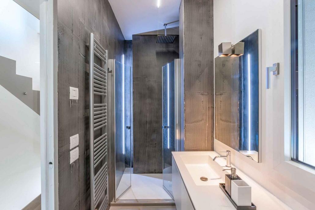 fotografia d'interni e servizio fotografico d'interni, bagno argento