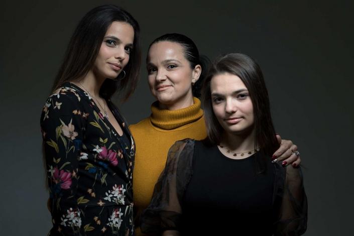marco alessi fotografo, foto di famiglia mamma con figlie