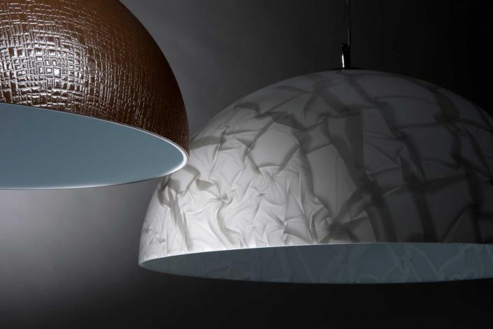 fotografia still life, lampade da soffitto a cupola