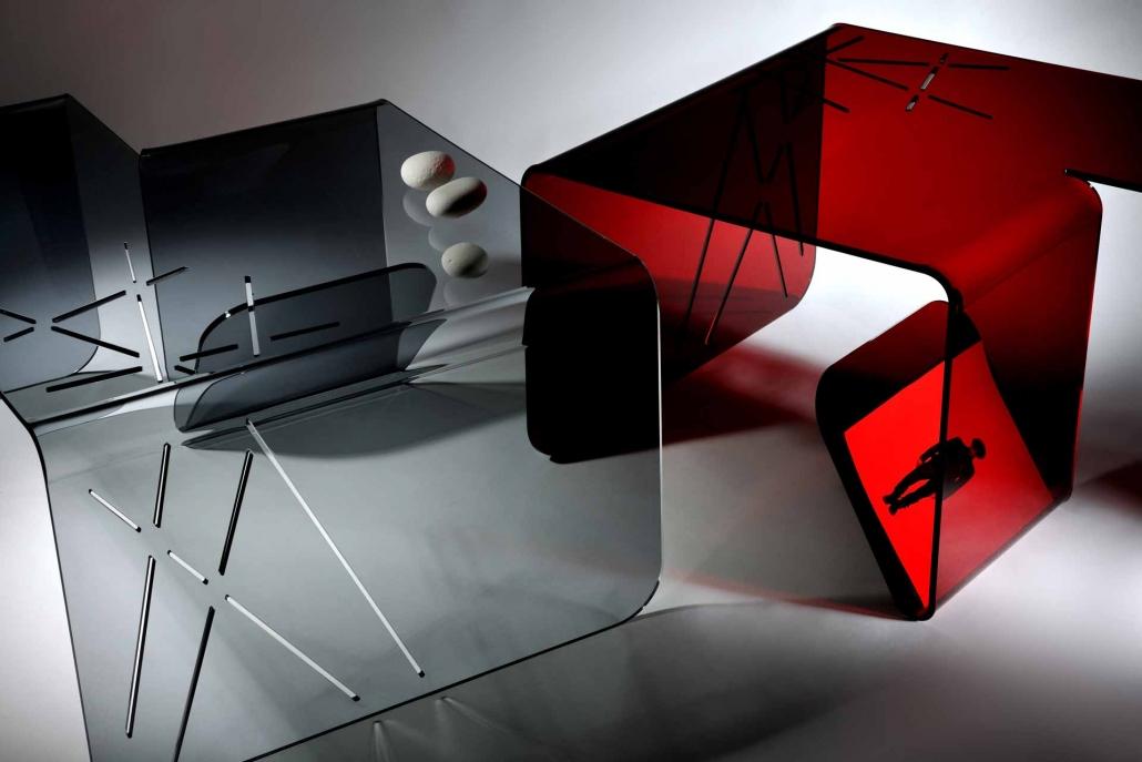 fotografia still life, sgabelli trasparente e rosso