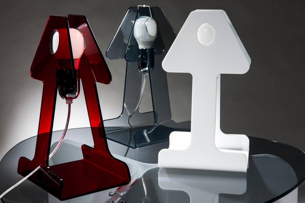 fotografia still life, lampade da tavolo in plexiglass
