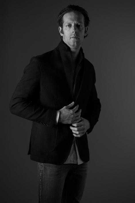 ritratto fotografico, uomo con giacca nera