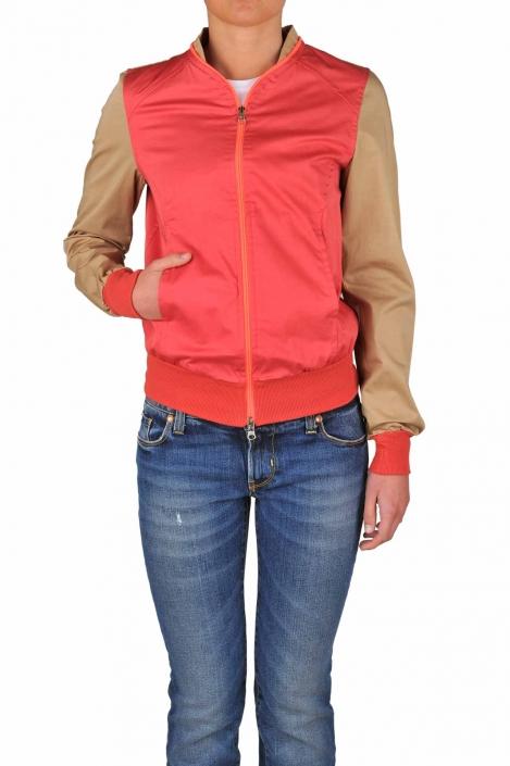 fotografia per e-commerce, indossato giacca rossa maniche marroni