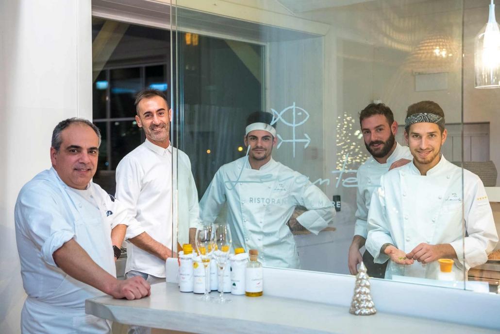 fotografia corporate e fotografia aziendale, team di lavoro in cucina