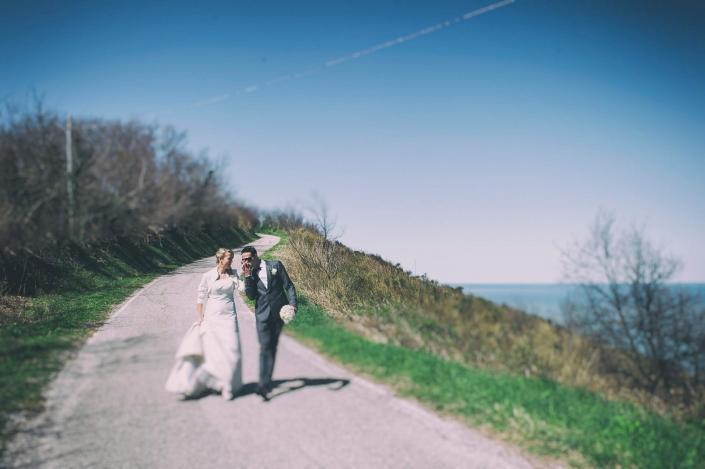 fotografo matrimonio italia, sposi che camminano