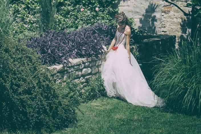 fotografo matrimonio italia, sposa in giardino