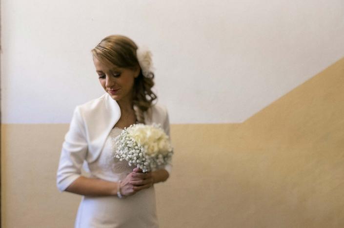 fotografo matrimonio italia, sposa con fiori