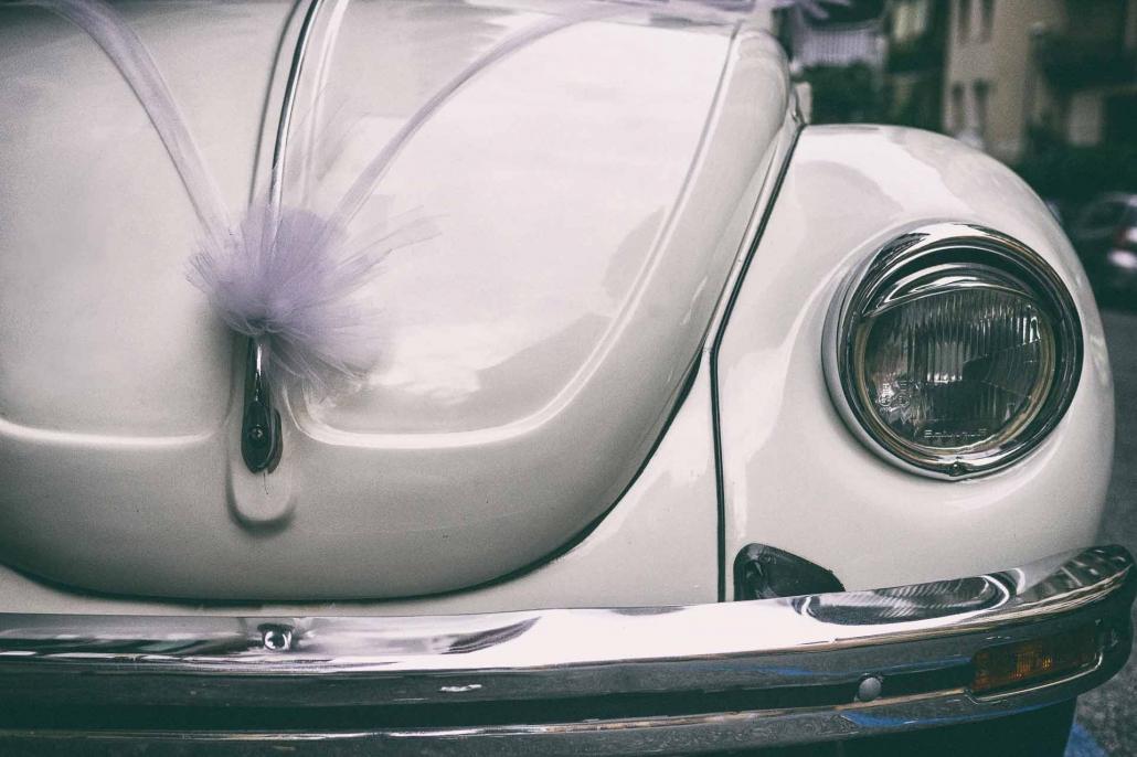 fotografo matrimonio italia, macchina sposi maggiolino