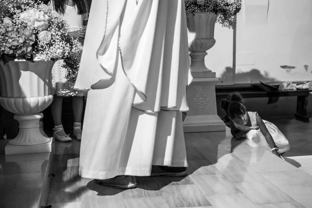 fotografo matrimonio italia, bambina in chiesa