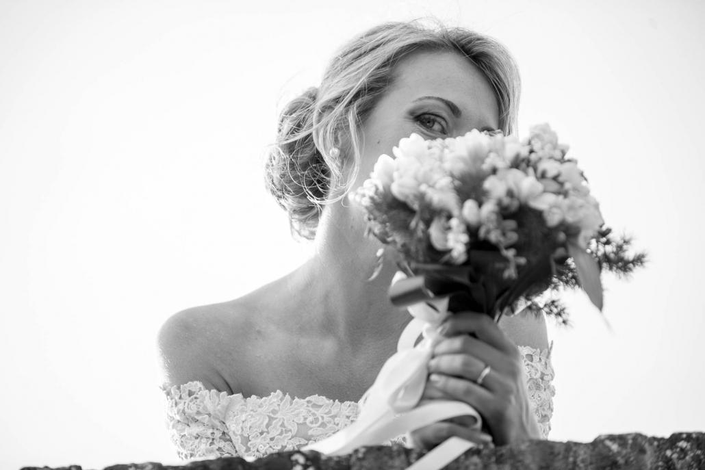 fotografo matrimonio italia, sposa con bouquet