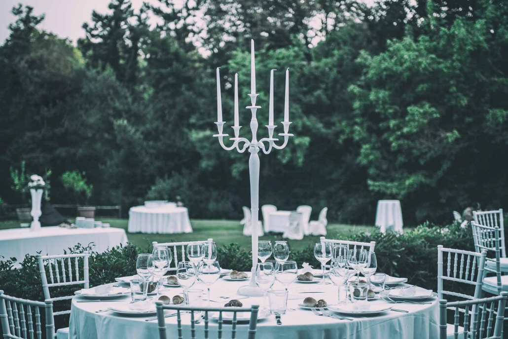 fotografo matrimonio italia, allestimento tavolo in giardino