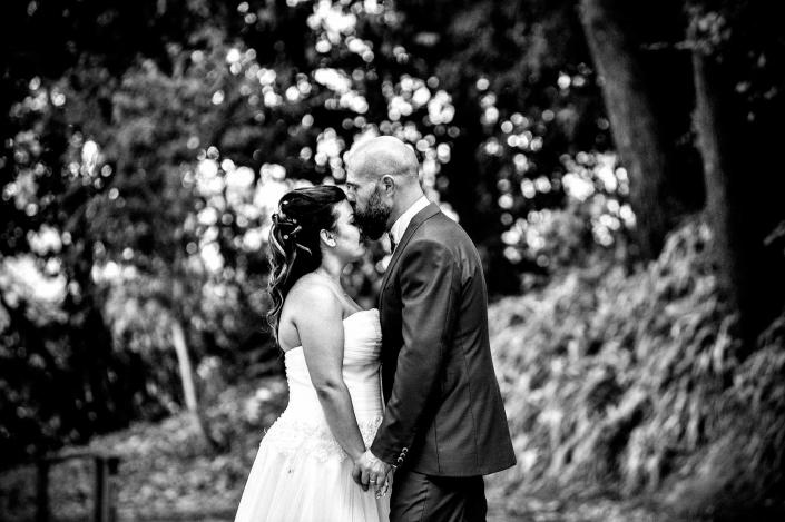 fotografo matrimonio italia, sposo bacia sposa sulla fronte