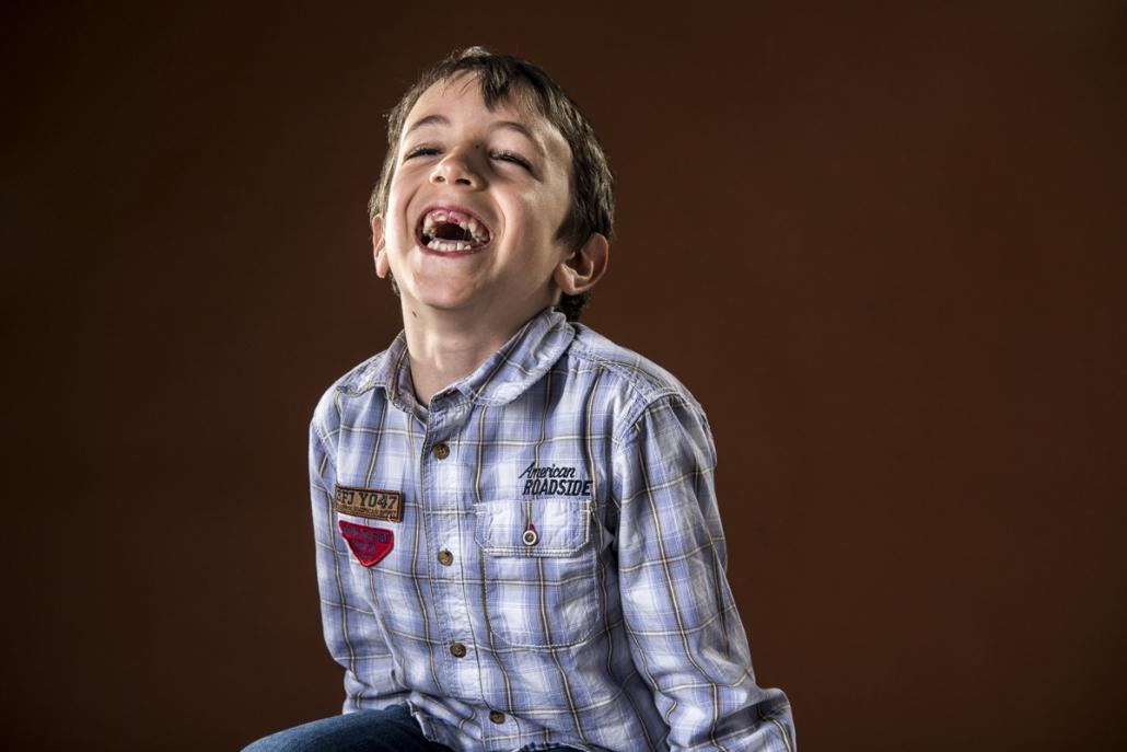 fotografo famiglia, bambino che ride