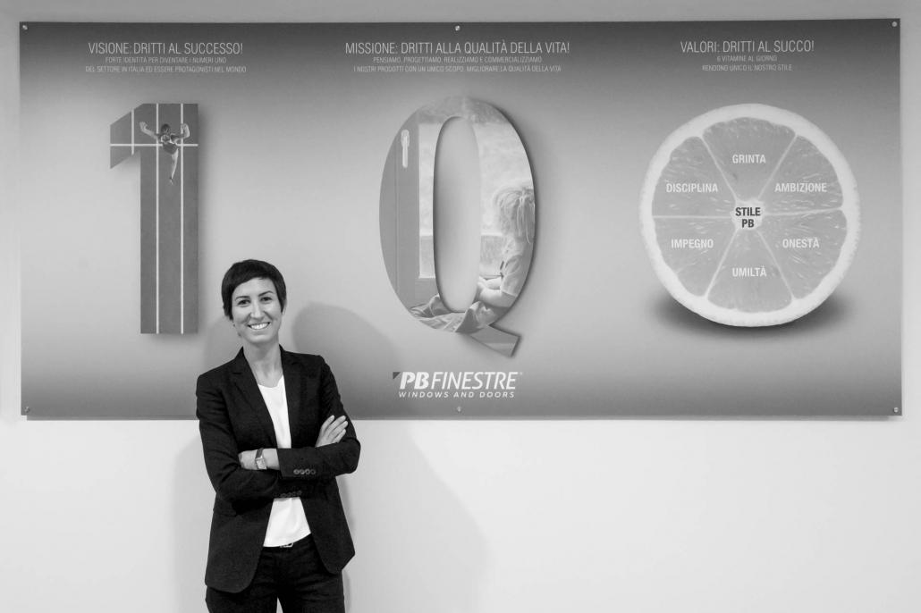 fotografia corporate e fotografia aziendale, donna sorridente