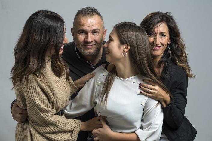 fotografo famiglia, mamma papà e figlie