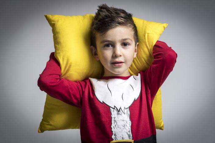 fotografo bambini con vestiti di natale