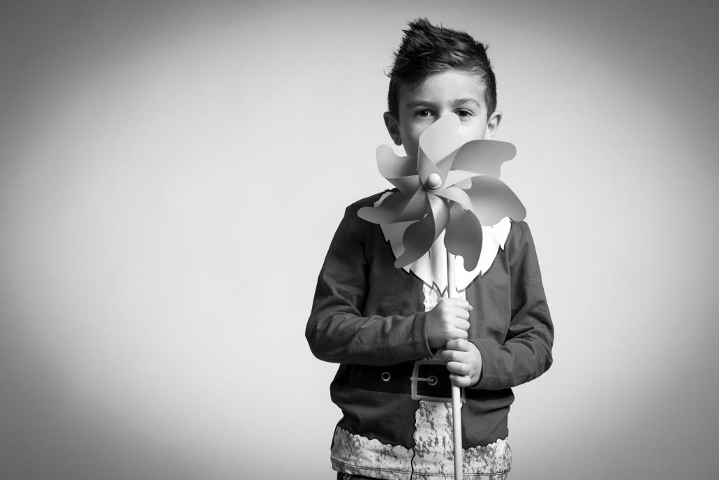 ritratto fotografico, bambino con girandola