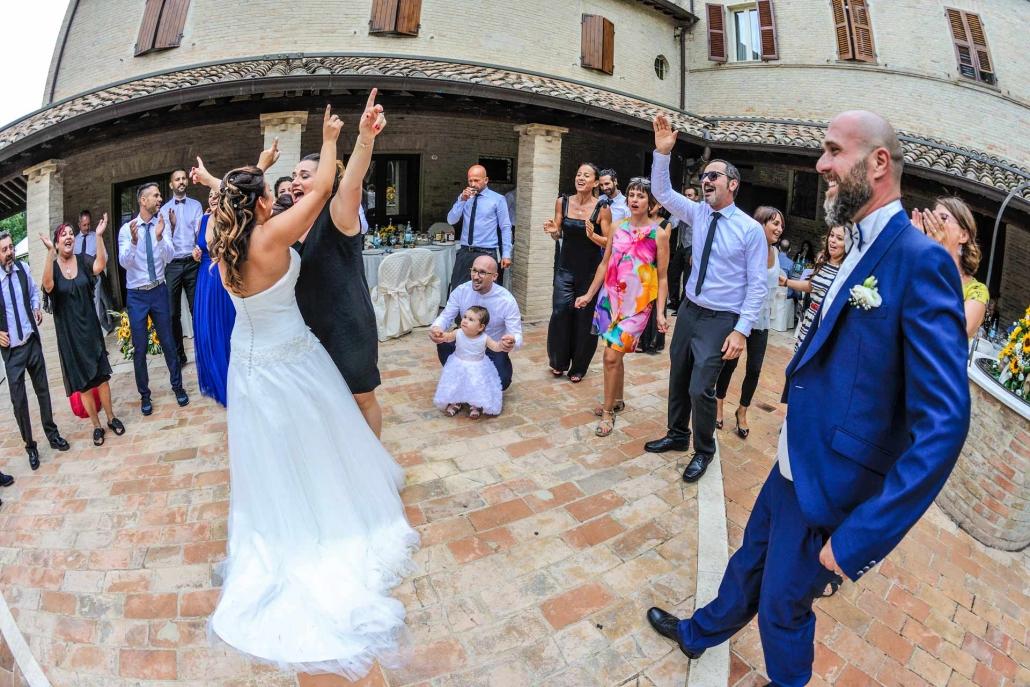 matrimonio Castello di Monte Giove, sposi che ballano