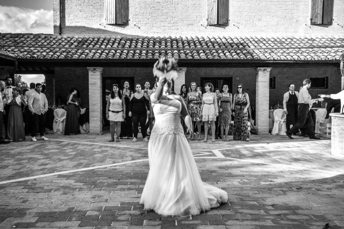 matrimonio Castello di Monte Giove, lancio della giarrettiera