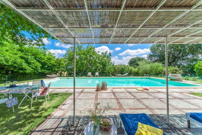 fotografia d'interni e servizio fotografico d'interni, relax in piscina